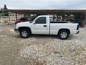 Chevy Silverado 2004 5 speed v6 for Sale in Merced, CA