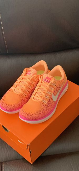 NIKE Distance Women's Running Shoes Size 9.5 for Sale in Mill Creek, WA