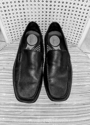STRICTLY COMFORT BLACK LEATHER LOAFERS for Sale in Mulberry, FL