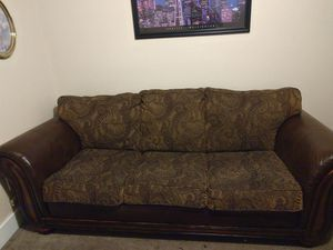 Brown Leather/Paisley Couch for Sale in Aberdeen, WA