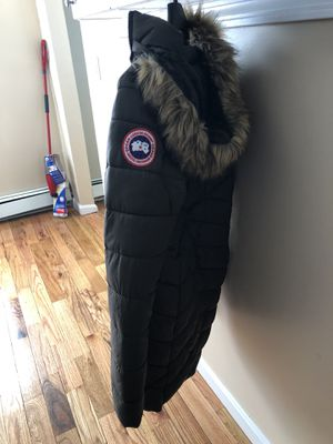 Canada Goose parka jacket for Woman Size: Slim Large for Sale in Braintree, MA