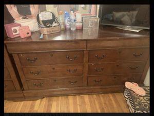 Queen bedroom set for Sale in Columbus, OH