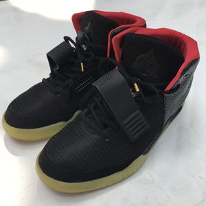 Air yeezy 2 solar red sz 9 for Sale in Orlando, FL