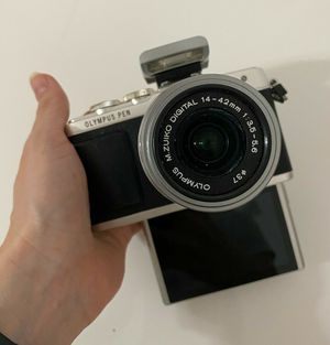 Olympus PEN - PL7 16.1MP Digital Camera - Silver (Kit w/ 14-42mm Lens) for Sale in Pembroke Pines, FL