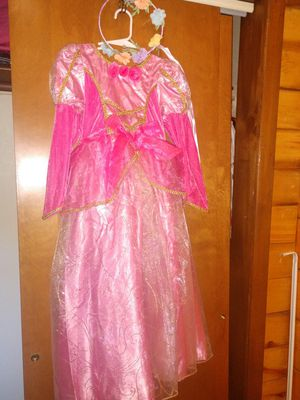 Deluxe Gown sz. 6-8 for Sale in Pinetop-Lakeside, AZ