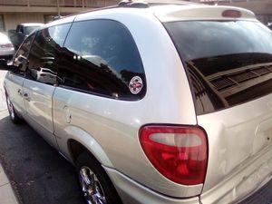 2001 Dodge Chrysler Minivan for Sale in Covina, CA