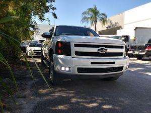 2010 chevy silverado for Sale in Miami, FL