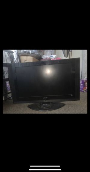 """Samsung LCD TV 32"""" for Sale in Springfield, MA"""
