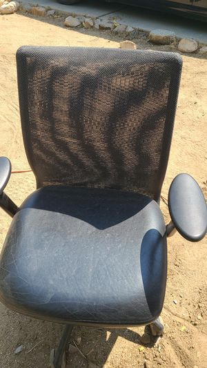2 STEELCASE CHAIRs... VERY COMFORTABLE NO ISSUES see pictures for Sale in Yucca Valley, CA