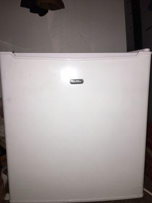 Sunbeam mini fridge for Sale in San Diego, CA