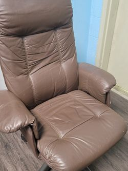 Leather Brown Chair For Office Or DISK for Sale in Los Angeles,  CA