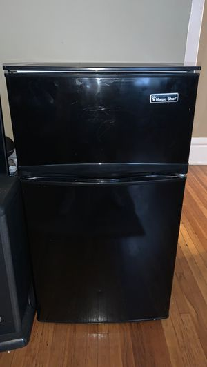 magic chef mini fridge and freezer for Sale in Westerville, OH