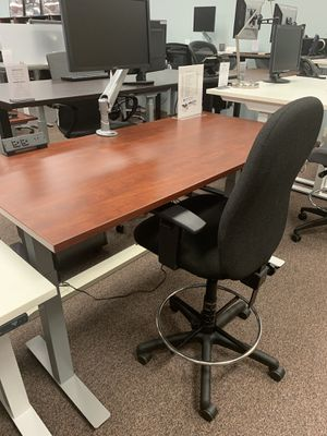 Cherry sit-stand office desk for Sale in Tigard, OR