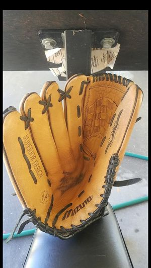 "Mizuno Varsity Series softball glove, 13"" for Sale in Whittier, CA"