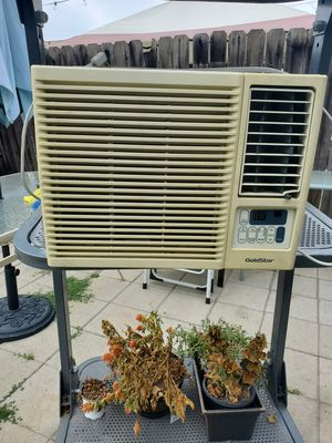 Used Window Air Conditioner 10,000 BTU for Sale in Long Beach, CA