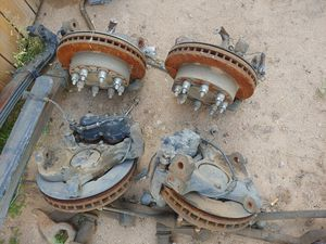 2000 2500 seirra and 2001 2500 HD silverado hubs with brakes. for Sale in Tempe, AZ
