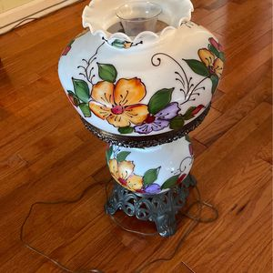 Antique Globe Hurricane Lamp for Sale in Nashville, TN