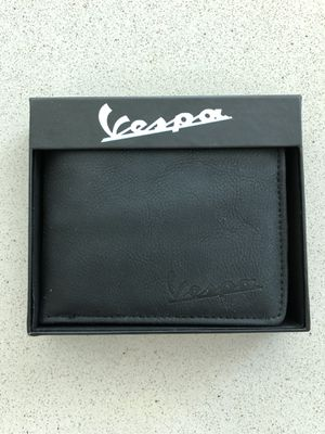 Vespa Wallet Leather Special design Italy for Sale in Miami, FL
