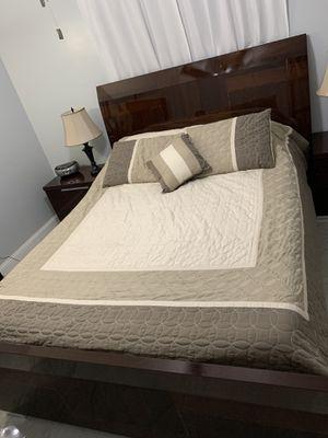 Pisa queen bedroom set for Sale in Estero, FL