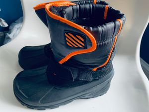Snow Boots Kids size 4 for Sale in Harrisburg, NC