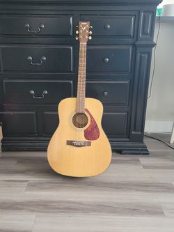 Yamaha Acoustic Guitar F335 MINT! for Sale in Camp Pendleton North,  CA