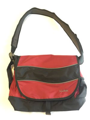 LL BEAN MESSENGER BAG for Sale in Itasca, IL