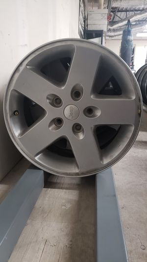 Jeep wheels set of 5 for Sale in Bakersfield, CA