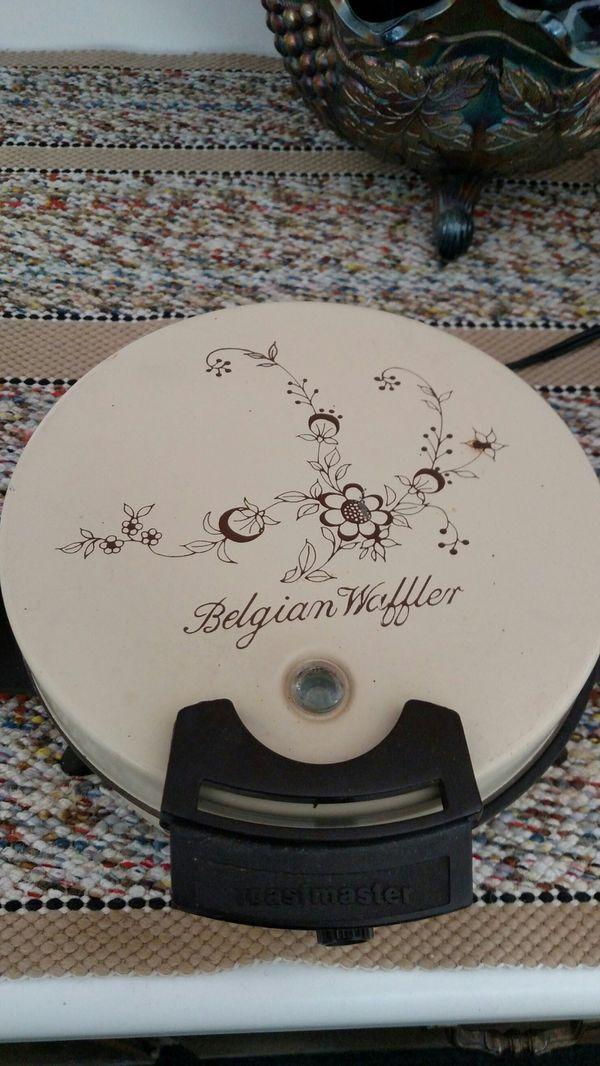 Waffle Maker/Glass Bowl & Serving Dish