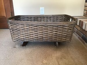 Longaberger laundry basket/cradle for Sale in Brecksville, OH