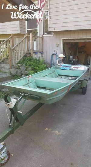 14 foot boat and trailer for Sale in Stanwood, WA