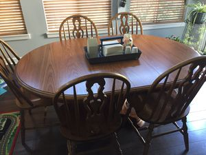 Oak kitchen table (48x48) 5 chairs and 2 leaves (68x48) for Sale in Bolingbrook, IL