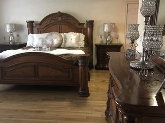 BEDROOM SET KING OR CAL KING MARBLE TOPS for Sale in Baldwin Park,  CA