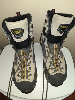 Asolo hiking boots like new size 9 for Sale in Glendora, CA
