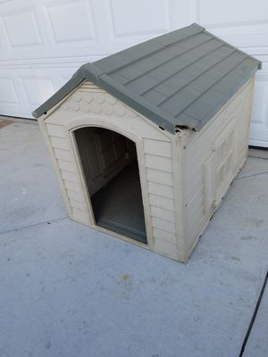 Dog house medium size dog or turtle for these cold nights for Sale in Montclair, CA