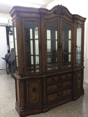 Havertys China Cabinet and Round Table with Pedestal Base for Sale in Flowery Branch, GA