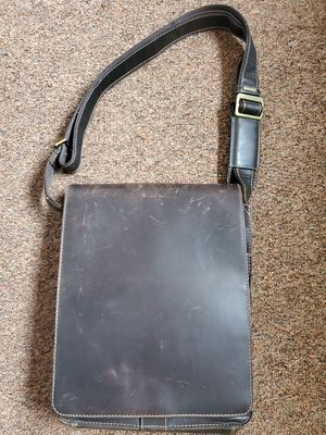 Men's genuine leather messenger bag for Sale in Glenview, IL