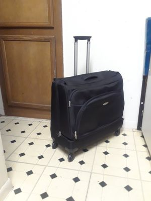 360 ROLLER SAMSONITE SUITCASE IN EXCELLENT CONDITION. VERY CLEAN INSIDE OUT for Sale in Dallas, TX