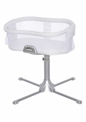 Halo Bassinet with accessories for Sale in Richmond Hill, GA