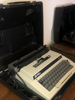 Electric Typewriter for Sale in North Richland Hills,  TX