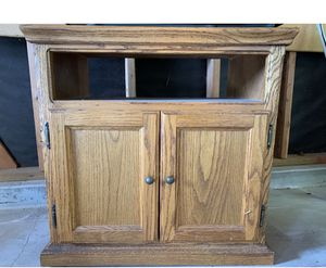Free Wood tv stand for Sale in Vista, CA