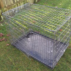 XL. dog carrier cage size 42 ins long and 31 ins High by 28 ins wide for Sale in Lake Stevens, WA