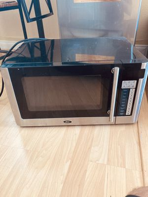 Like new microwave stainless for Sale in Los Angeles, CA