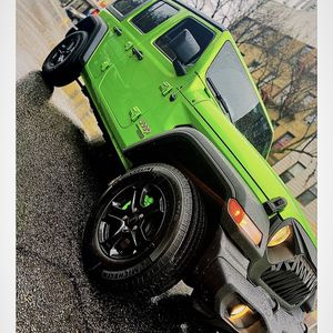 POWDERCOATED BLACK (17in) STOCK JEEP RIMS AND TIRES FROM 2020 WRANGLER for Sale in Queens, NY