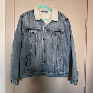Levi's Sherpa mens Denim Jacket. Size Large for Sale in Los Angeles, CA