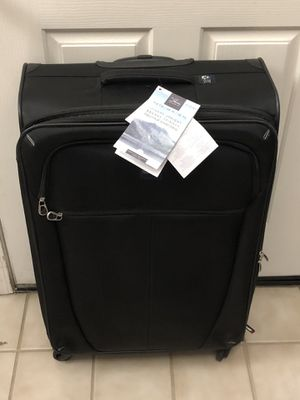New Skyway Luggage 28 Inch Spinner Upright Suitcase Bag Solid Black for Sale in Elk Grove, CA