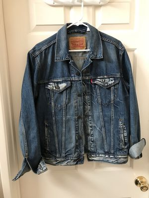 Jean Jacket Levi's size M for Sale in San Diego, CA