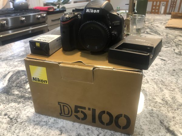 Nikon 5100 Body - basically new (used for about 200 photos)