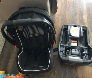 Baby Car seat with base for Sale in Del Valle, TX