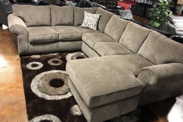 SECTIONAL ONLY 999$