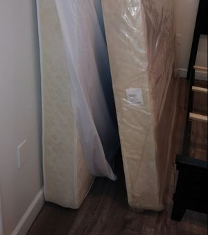 Stand & mattress queen size like new free delivery for Sale in Los Angeles, CA